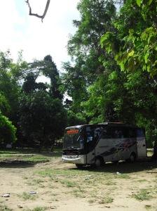 Bus gratis untuk kembali ke Malang.