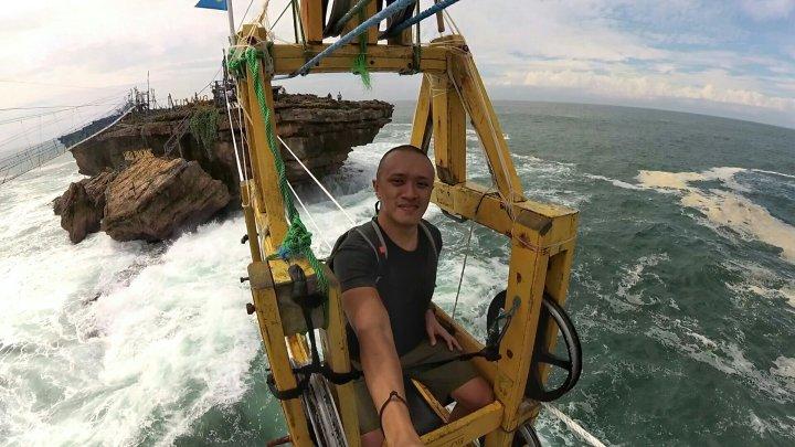 Uji Nyali dengan Gondola PantaiTimang